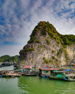 blog-voyage-couple-parfums-de-liberte-julie-et-leo-baie-d-halong-baie-de-lan-ha-karstique