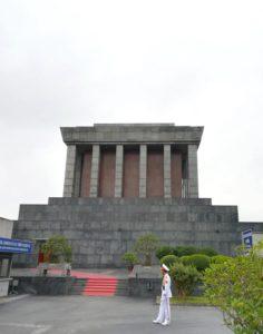 blog voyage couple parfums de liberté julie et leo monument mausolee ho chi minh hanoi