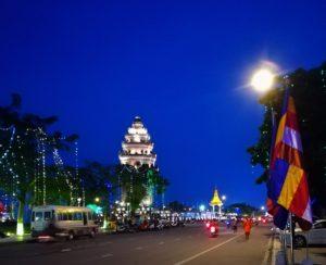blog voyage couple parfums de liberte julie et leo phnom penh la flamboyante nuit street