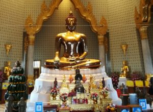 blog-voyage-couple-parfums-de-liberte-leo-et-julie-petit-budget-bangkok-bouddha-d-or