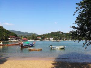 blog-voyage-couple-parfums-de-liberte-leo-et-julie-petit-budget-koh-tao-plage-bateaux