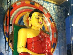 blog-voyage-couple-parfums-de-liberte-leo-et-julie-petit-budget-sri-lanka-guide-complet-kandy-buddha